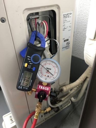 エアコンの室外機 ガス圧 電流 電圧 測定 点検