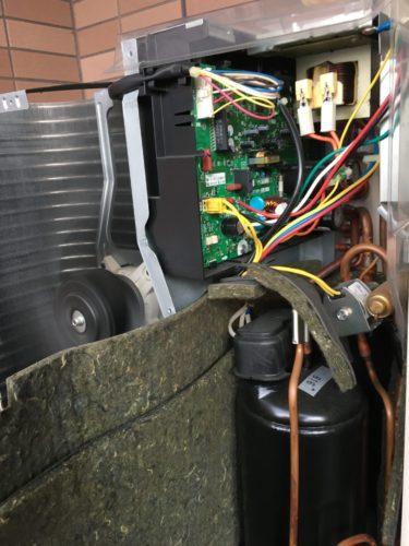 エアコンの室外機 基盤 四方弁 コンプレッサー 修理