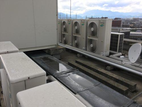 エアコンの室外機 修理 点検 ガス補充